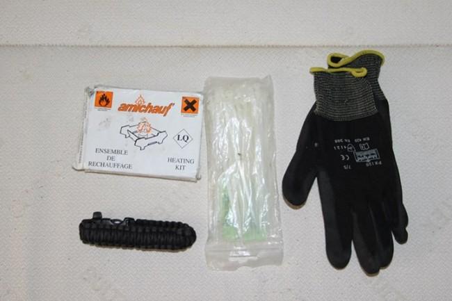 Kit de réchauffement + Serflex + gants de jardinerie + bracelet en Paracord