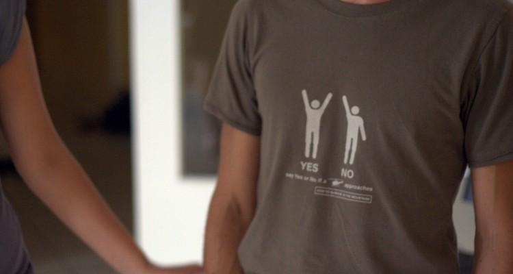 Tee shirt decathlon : signes à faire à un hélicoptère
